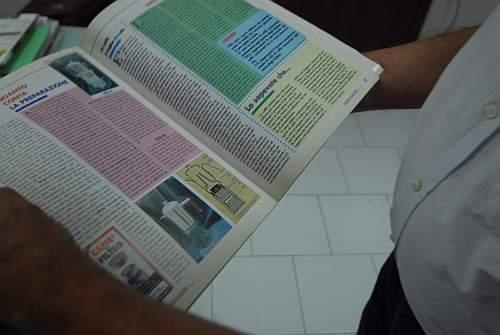 Stolz zeigt Antonino Di Leva ein Magazin von damals mit einem Artikel über seine Erfindung. Foto: Sandro Mattioli