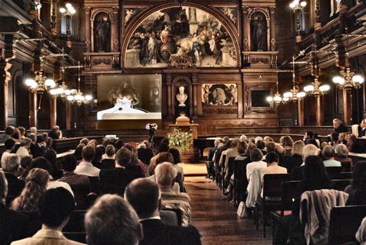 Hier, in den hohen Hallen der Universität Heidelberg, wurde Inge Feltrinelli die Ehrendoktorwürde verliehen. Foto: Sandro Mattioli
