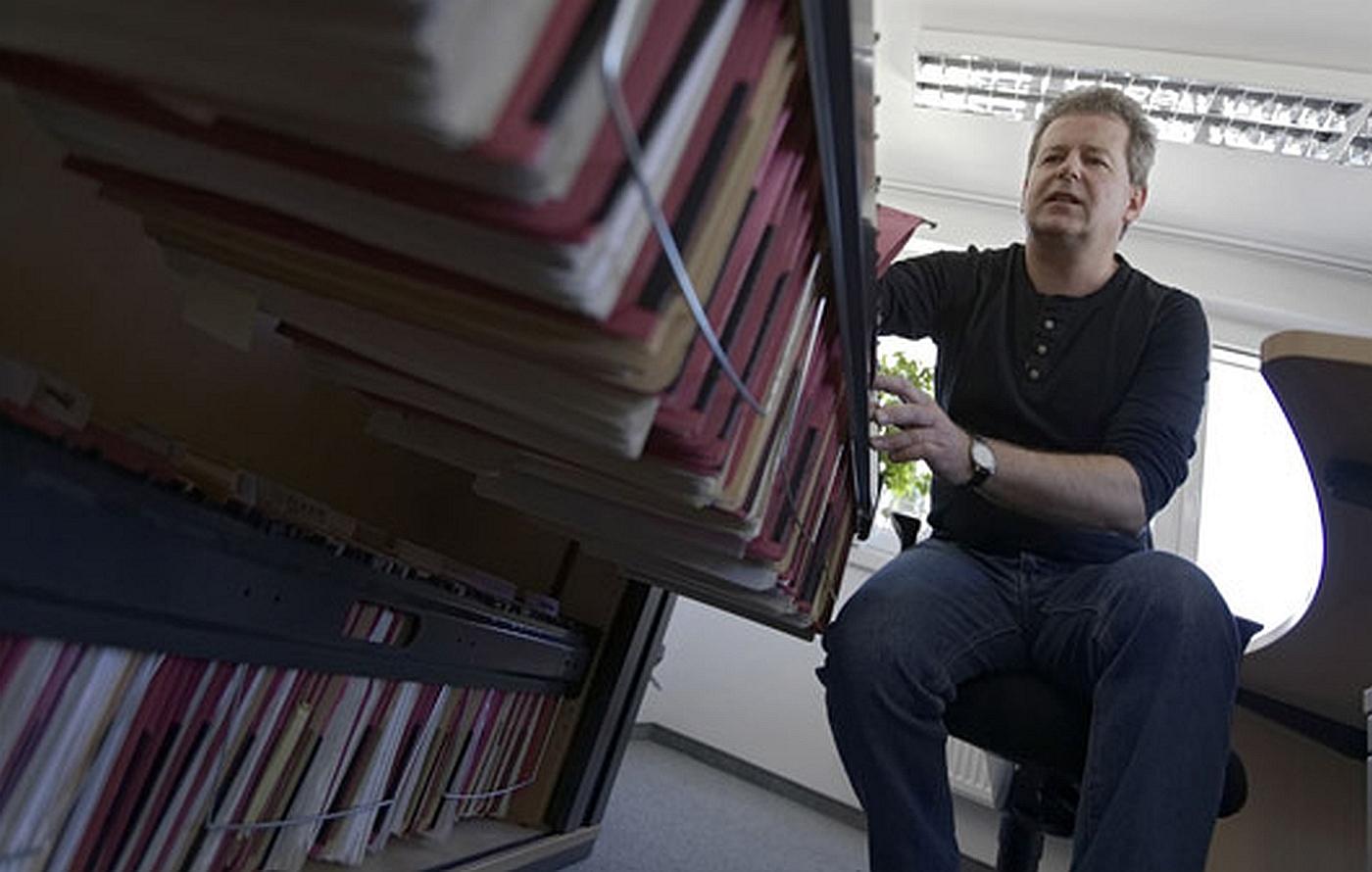 Hartmut Gerger bearbeitet viele, viele Fälle parallel. Foto: Jo Röttgers. www.graffiti-foto.de