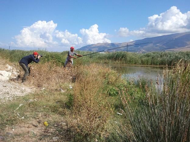 Rexhep Arapi, ein Froschfänger in Albanien. Foto: Sandro Mattioli