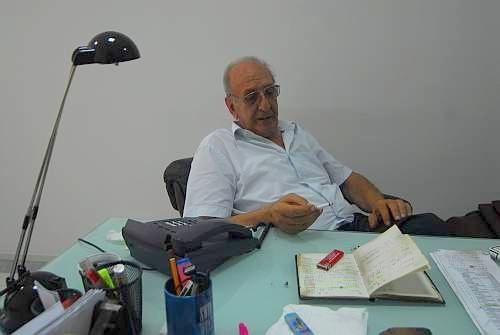 Antonino Di Leva an seinem Schreibtisch. Foto: Sandro Mattioli
