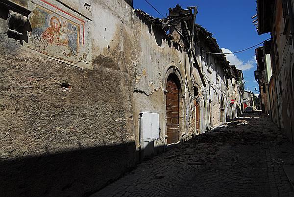 L'Aquila, eine für ihre reichen Kunstschätze berühmte Stadt, ist zerstört. Foto: Sandro Mattioli
