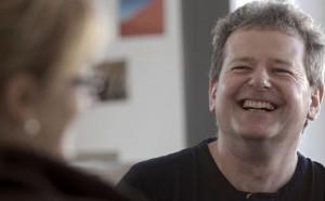 Hartmut Gerger lacht gerne und viel. Manchmal vergeht es ihm auch. Damit müsse er eben auch zurechtkommen, sagt er. Foto: Jo Röttgers